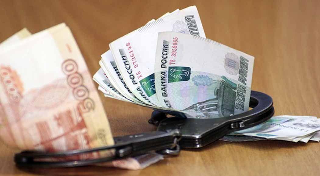 Служащих пермской подрядной организации задержали при передаче крупной взятки