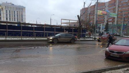 ВПерми из-за дорожной аварии затопило улицу Луначарского