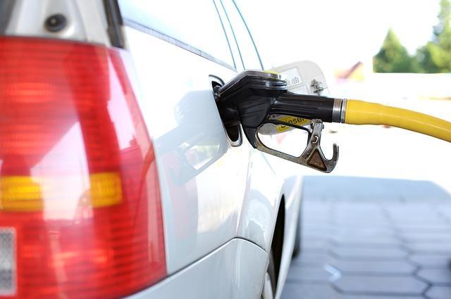 Руководство  остановит рост цен набензин довесны следующего года