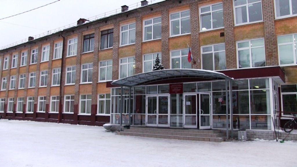 Путин наградил пострадавшую при нападении нашколу вПерми учительницу