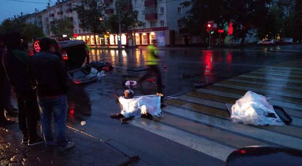 Вночной трагедии легковушки смотоциклом погибли два человека