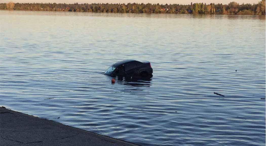 ВКраснокамске иностранная машина затонула вреке вместе сводителем