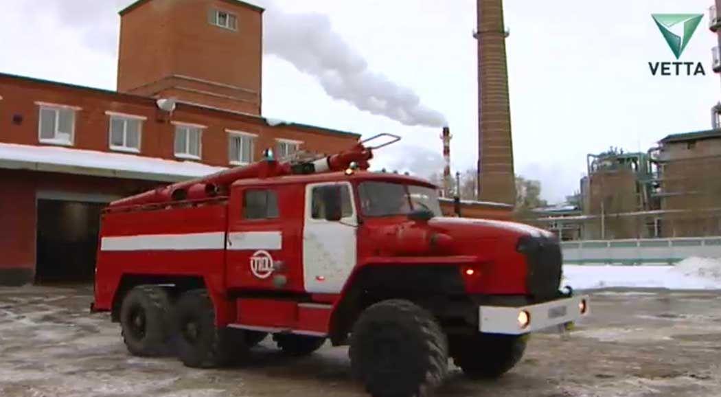 ВПермском крае изгорящей пятиэтажки пожарные спасли восемь человек