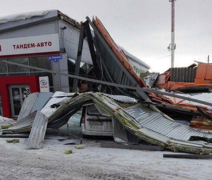 Ночью вПерми рухнул пристрой автоцентра «Тандем-Авто»